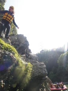 ジャンプ岩からの飛び込み