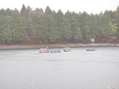 雨の青木湖ラフティング体験