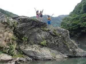 飛び込み岩から飛び込み前