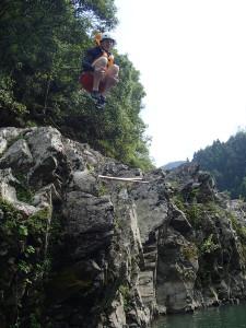 抱え込みジャンプ