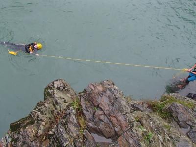 ロープで救助