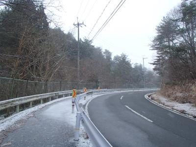 凍てつく道路