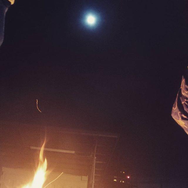 お月さんが綺麗やし、月見と焚き火。贅沢だね#お月見 #ちゅうしゅうのめいげつ  #トムソーヤアドベンチャーズ#トムソーヤアドベンチャー#アウトドアライフ