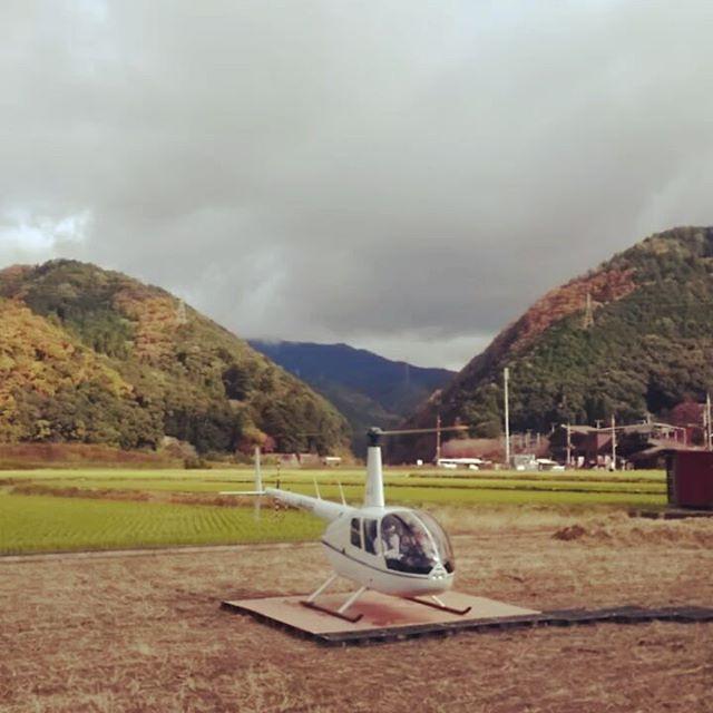 京都は嵐山上流、保津峡の綺麗な紅葉を空から眺めることができます。今日も運行しています。発着はトムソーヤアドベンチャーズのHoiHoiカフェから#トムソーヤアドベンチャーズ #ホイホイカフェ #天空の旅 #京都 #紅葉 #嵐山