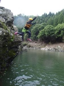 岩ジャンプ