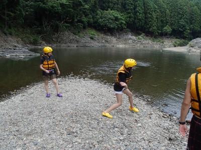 河原で水切り