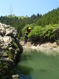 飛び込み岩から大ジャンプ